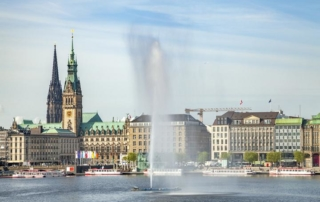 Hamburg, Rathaus, Binnenalster mit Fontäne